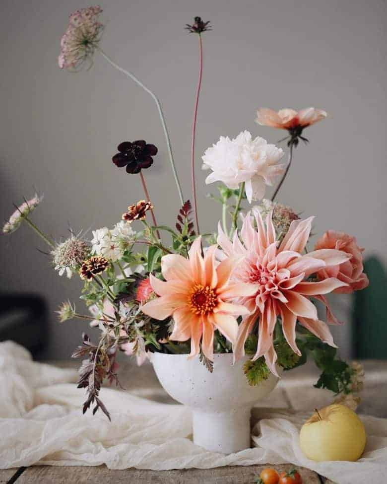 autumn flower arrangement dahlias chocolate cosmos #autumn #flowers #arrangement #ideas #britishflowers