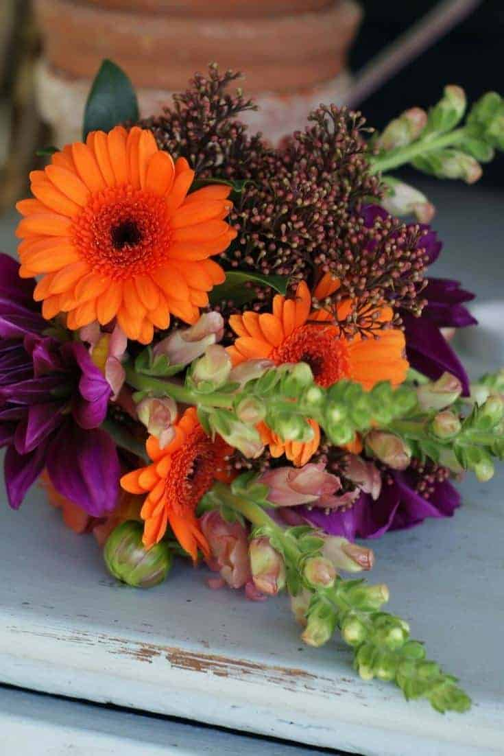 how to arrange stunning autumn flowers and halloween pumpkin decorations with Sussex Flower School. Click through for inspiring autumn flower arrangement ideas you