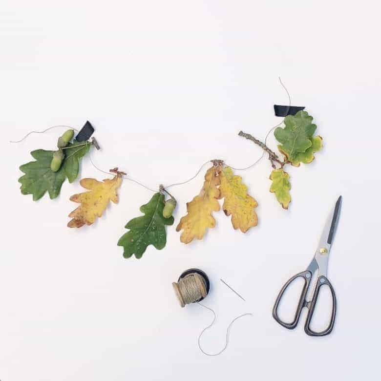 love this simple autumn leaf garland roots and wings - who have kindly shared their simple step by steps to making one for your own fireplace, mantlepiece, wall or shelf this autumn or fall #autumn #wreath #garland #leavesa