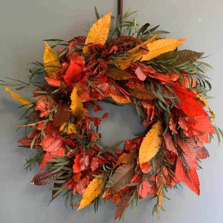 autumn leaf wreath arrangement #autumn #wreath #leaves #foliage #fall